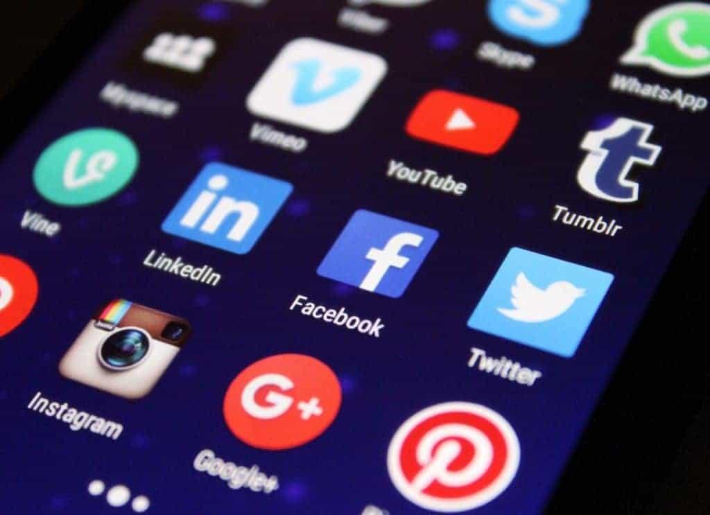 use social media to make money selling photos of yoruself