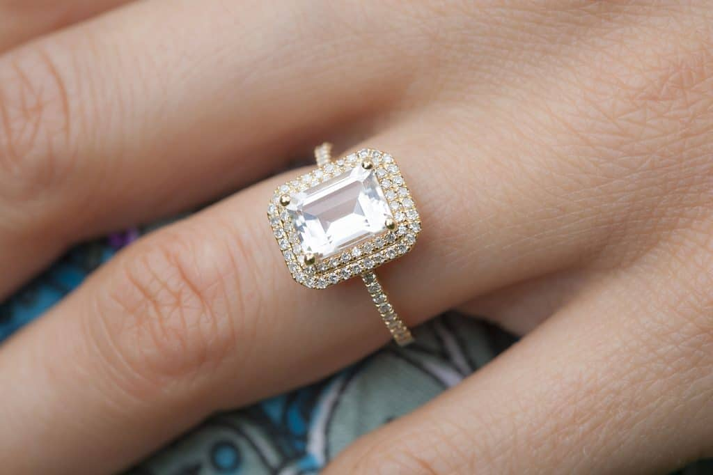White Topaz diamond alternatives