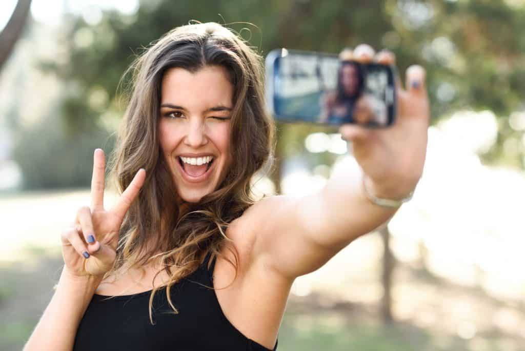 how to make money selling photos of yourself young girl selfie