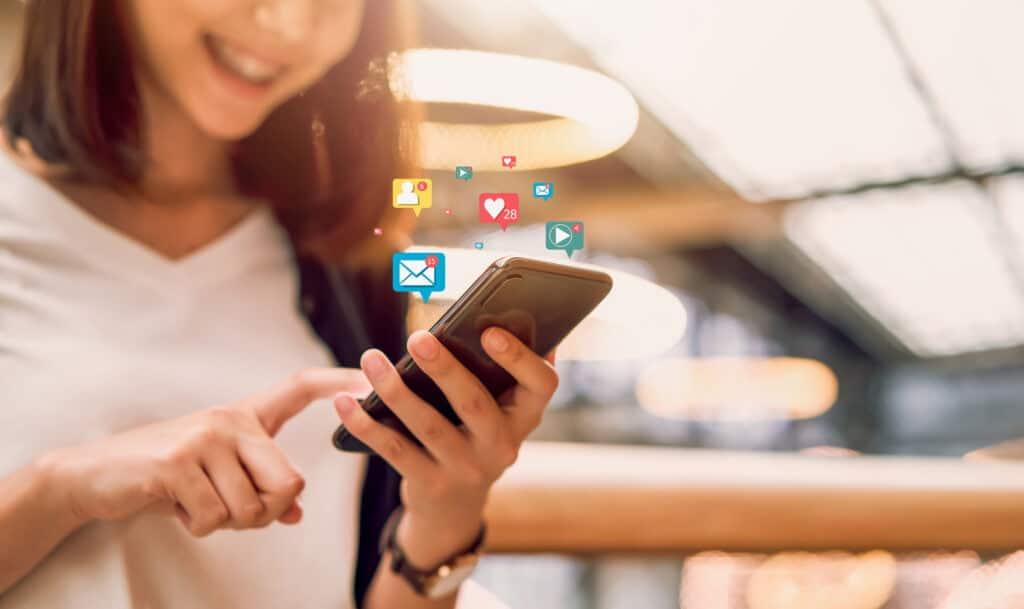 girl using social media for digital marketing power washing business